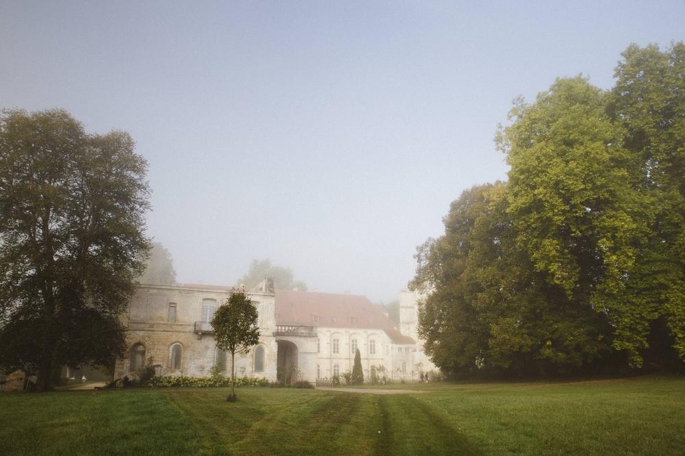 01-La Femme Gribouillage-Abbaye de Longpont photographe de mariage (1).jpg