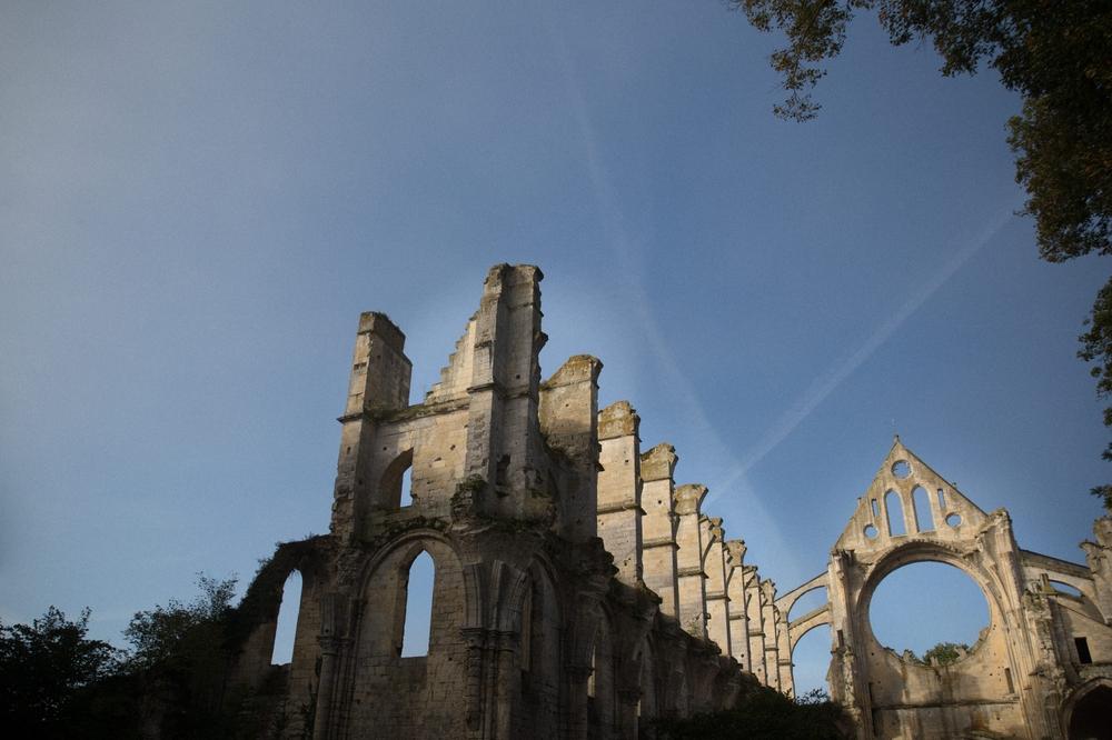 01-La Femme Gribouillage-Abbaye de Longpont photographe de mariage (7).jpg