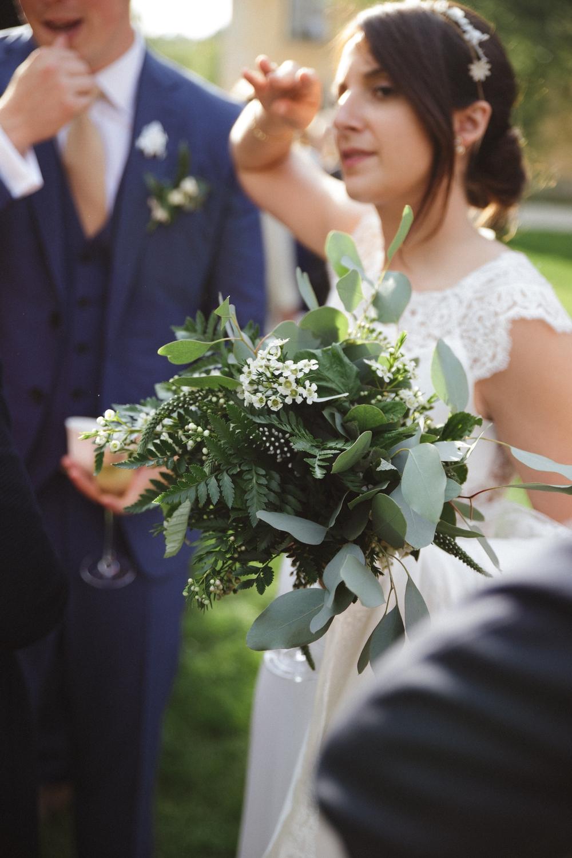 03-la-femme-gribouillage-commanderie-dormelles-photographe-mariage-bordeaux (1).jpg