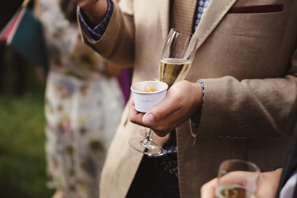 03-la-femme-gribouillage-commanderie-dormelles-photographe-mariage-bordeaux (4).jpg