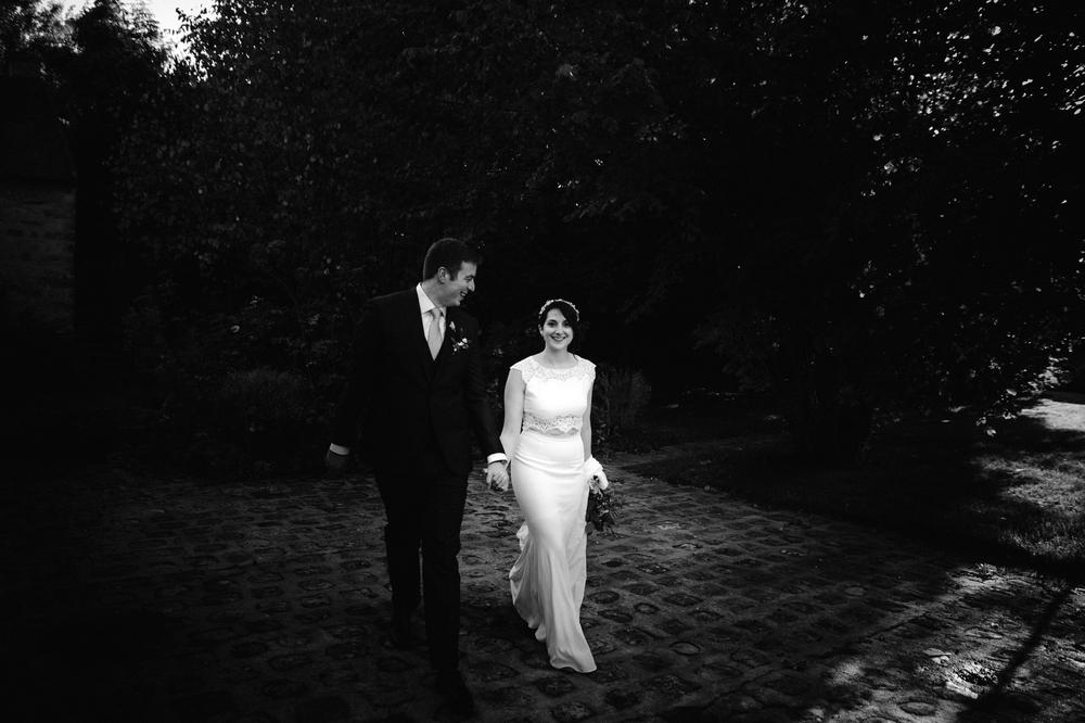 03-la-femme-gribouillage-commanderie-dormelles-photographe-mariage-bordeaux (19).jpg