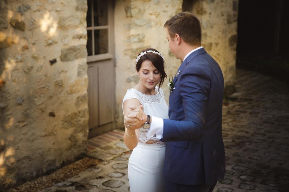 03-la-femme-gribouillage-commanderie-dormelles-photographe-mariage-bordeaux (21).jpg