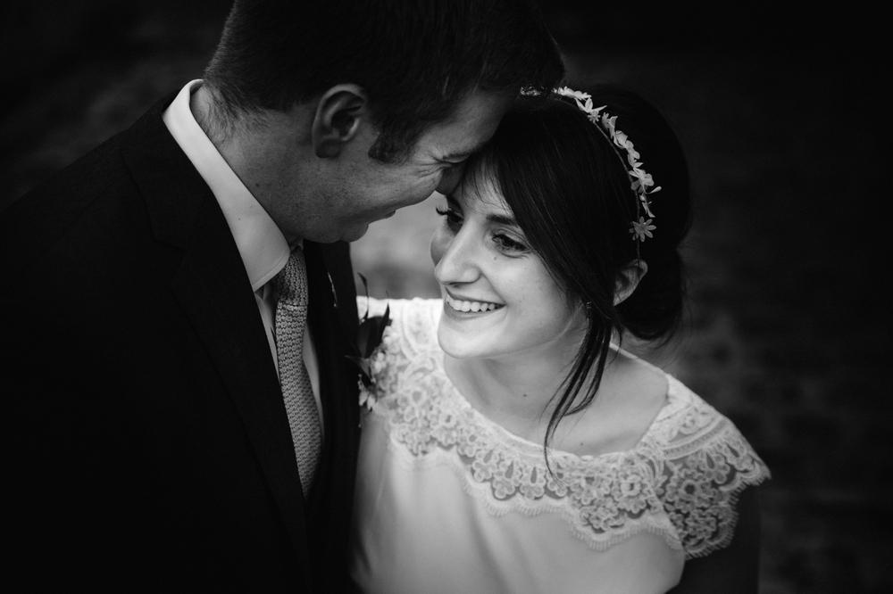03-la-femme-gribouillage-commanderie-dormelles-photographe-mariage-bordeaux (22).jpg