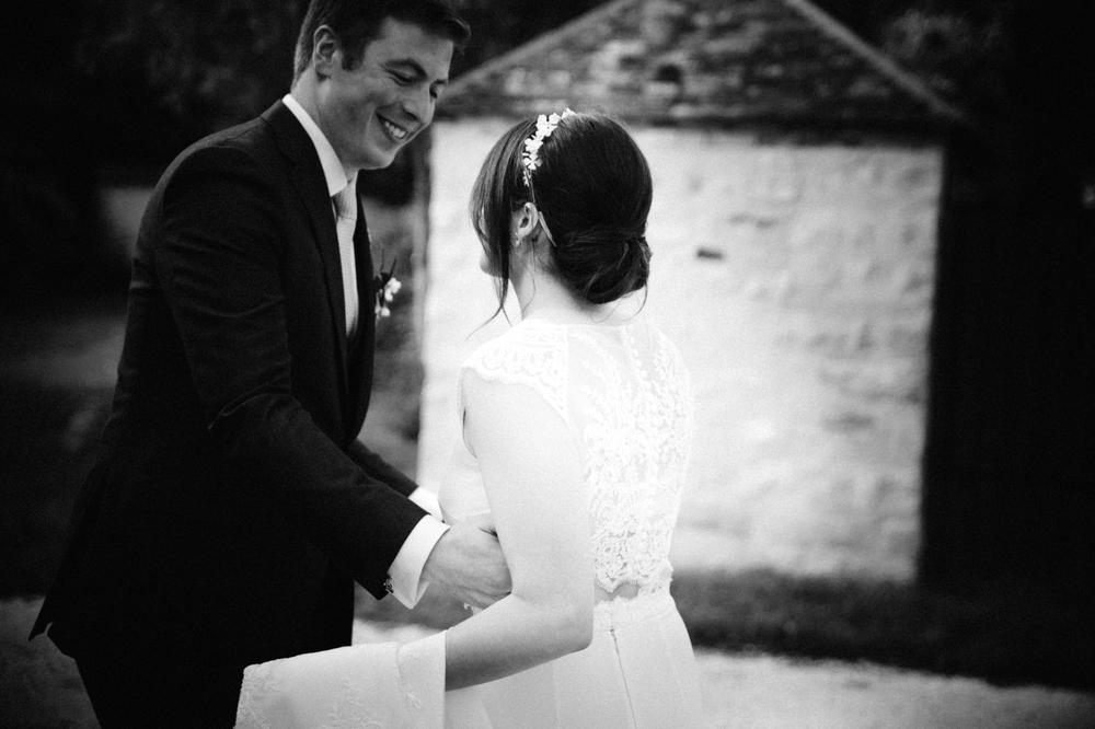 03-la-femme-gribouillage-commanderie-dormelles-photographe-mariage-bordeaux (28).jpg
