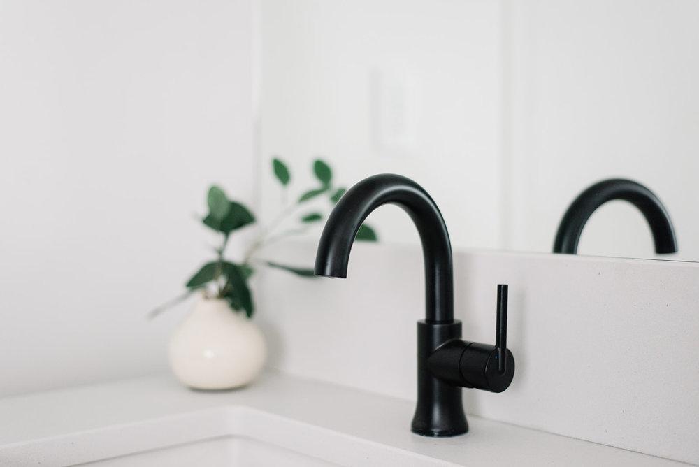 delta trinsic black faucet