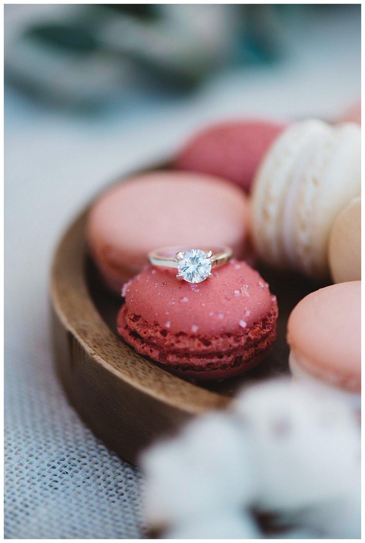 Verlobungsfeier - Die Entscheidung zu heiraten kann auf verschiedenste Arten gefeiert werden - vom Candlelightdinner zu zweit über eine Feier im engsten Kreis der Familie bis hin zu einer großen Verkündungszeremonie mit vielen Gästen.