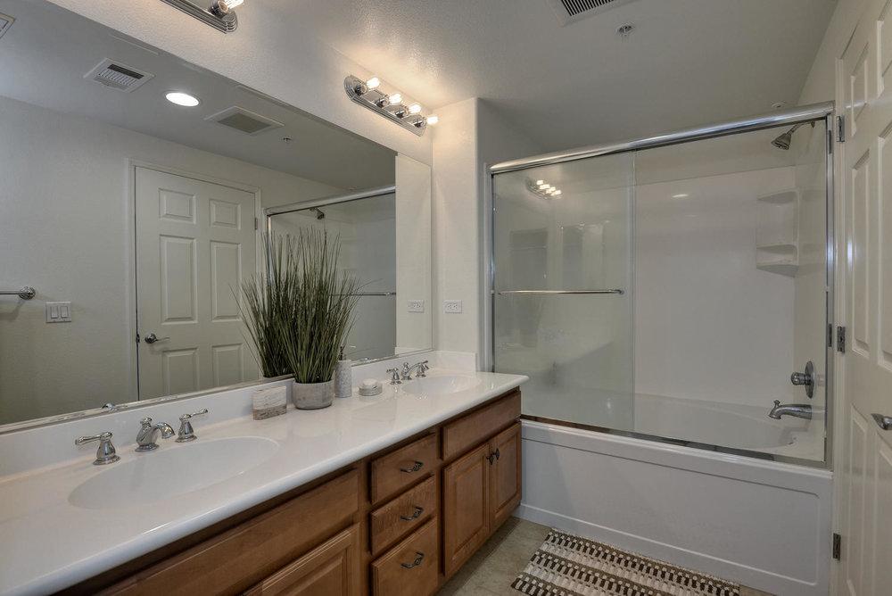 809 Auzerais Ave 419 San Jose-large-014-Master Bath Vanity and-1498x1000-72dpi.jpg