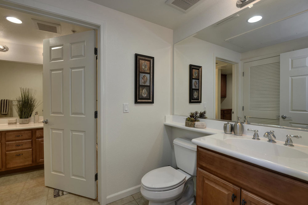 809 Auzerais Ave 419 San Jose-large-015-Separate Toilet Room with-1500x1000-72dpi.jpg