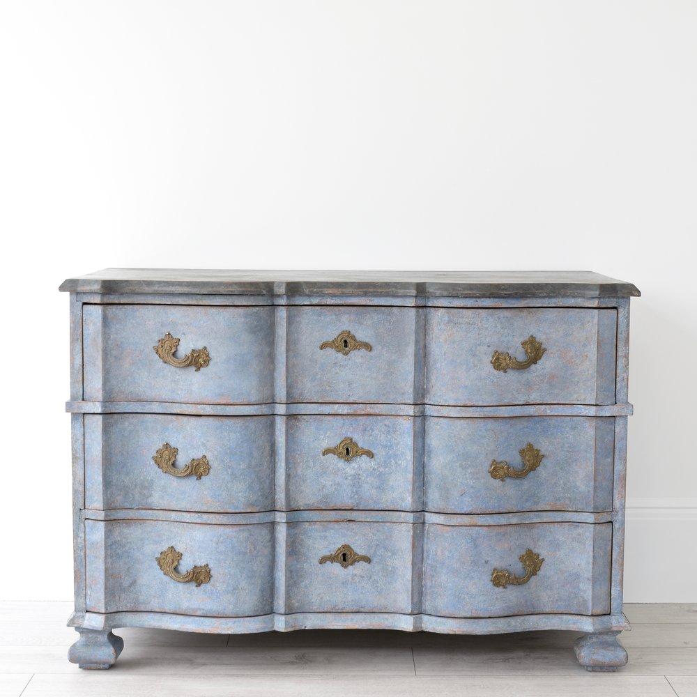 Swedish antique Baroque serpentine chest 3.jpg
