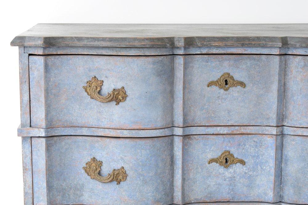Swedish antique Baroque serpentine chest 4.jpg