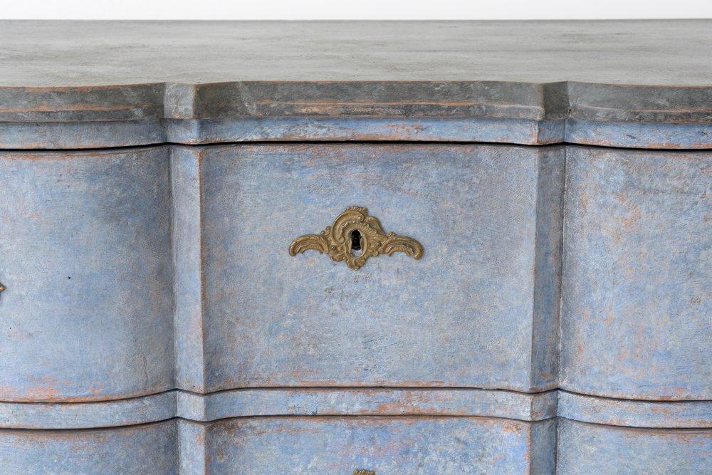Swedish antique Baroque serpentine chest 5.jpg