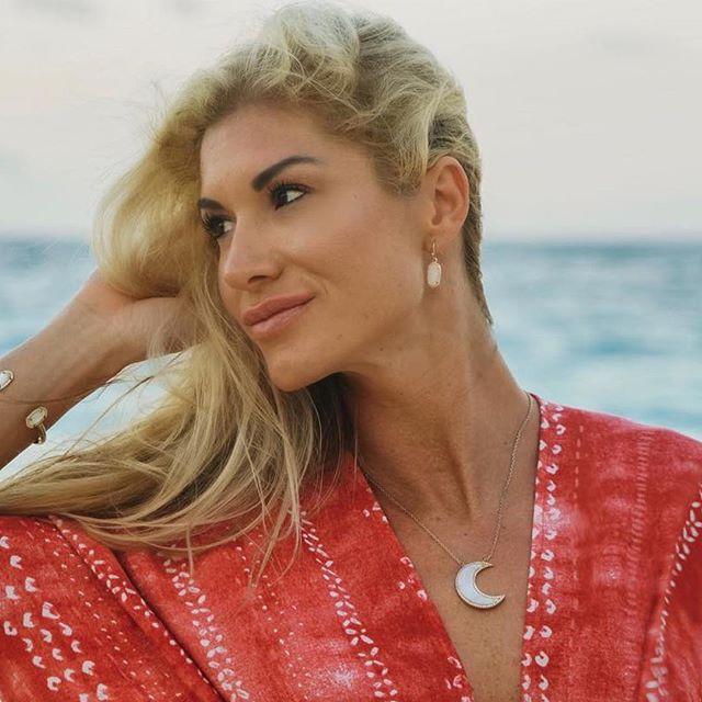 #Repost @nathalie_kosman in her St. Raine Shell 🐚 moon necklace 😍 go follow her for all the travel, fitness and yogi inspo! ❤️ ・・・ ℝ𝕖𝕕, 𝕨𝕙𝕚𝕥𝕖, 𝕓𝕝𝕦𝕖 𝕚𝕤 𝕚𝕟 𝕥𝕙𝕖 𝕤𝕜𝕪. 𝕊𝕦𝕞𝕞𝕖𝕣'𝕤 𝕚𝕟 𝕥𝕙𝕖 𝕒𝕚𝕣 𝕒𝕟𝕕, 𝕓𝕒𝕓𝕪, 𝕙𝕖𝕒𝕧𝕖𝕟'𝕤 𝕚𝕟 𝕪𝕠𝕦𝕣 𝕖𝕪𝕖𝕤. 🇺🇸 🥂🇧🇲 . . . . #lanadelray #fourthofjuly #bermudaful #summervibes #summertime #islandlife #bermuda #elbowbeach #sunset #atlanticocean #beachbabe #summerfashion #blogger #travelgram #travelblog #travelingyogini #wanderlust #gypsysoul