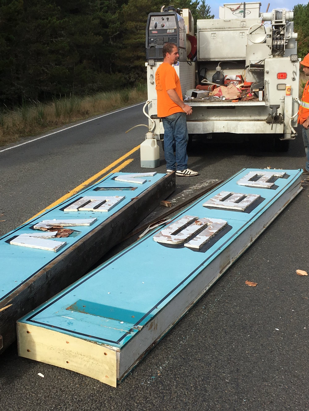 Seaview Sign removal.jpg