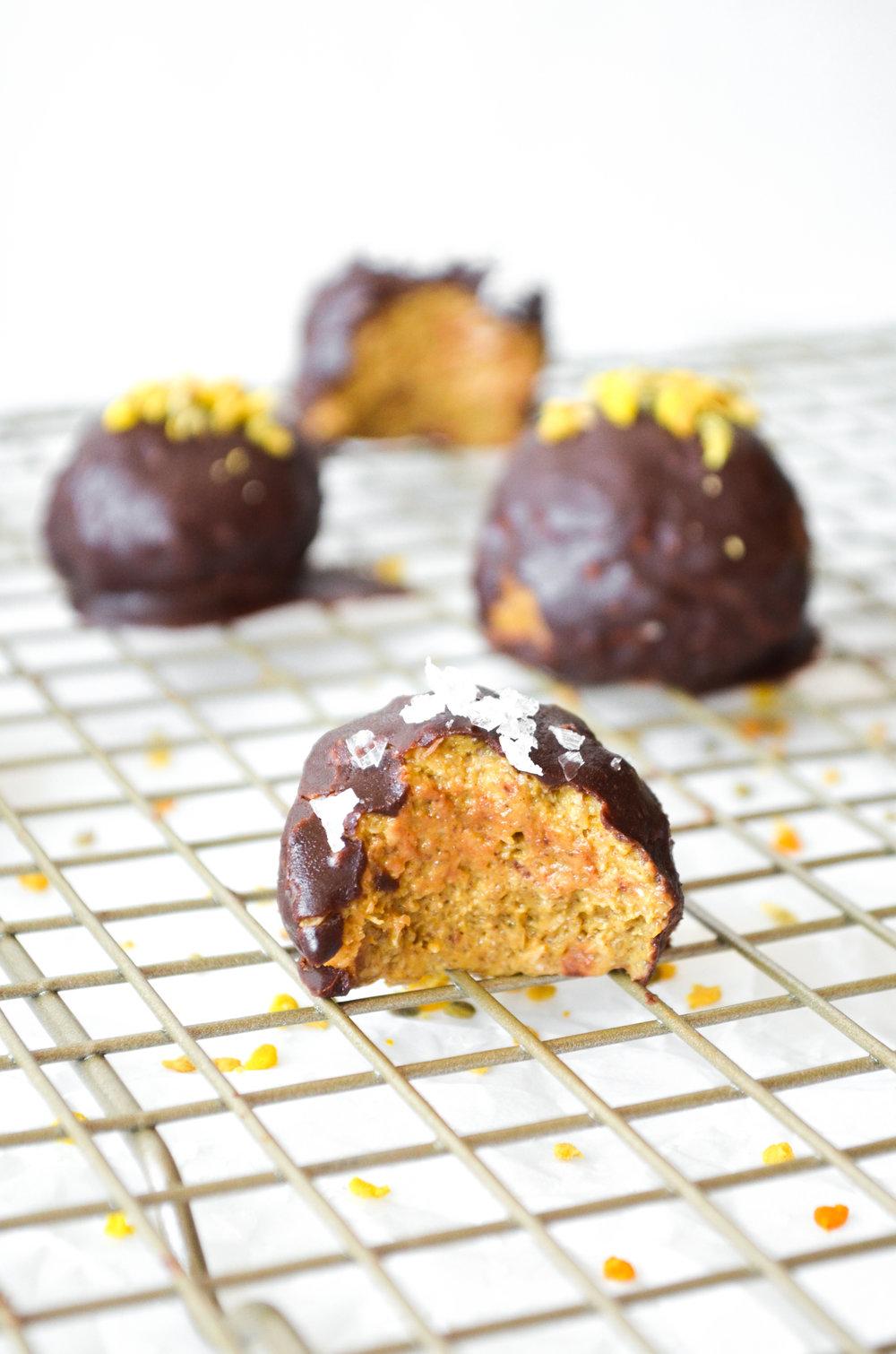paleo pumpkin truffles // #shirard #paleo #refinedsugarfree #snacksbyshira.jpg