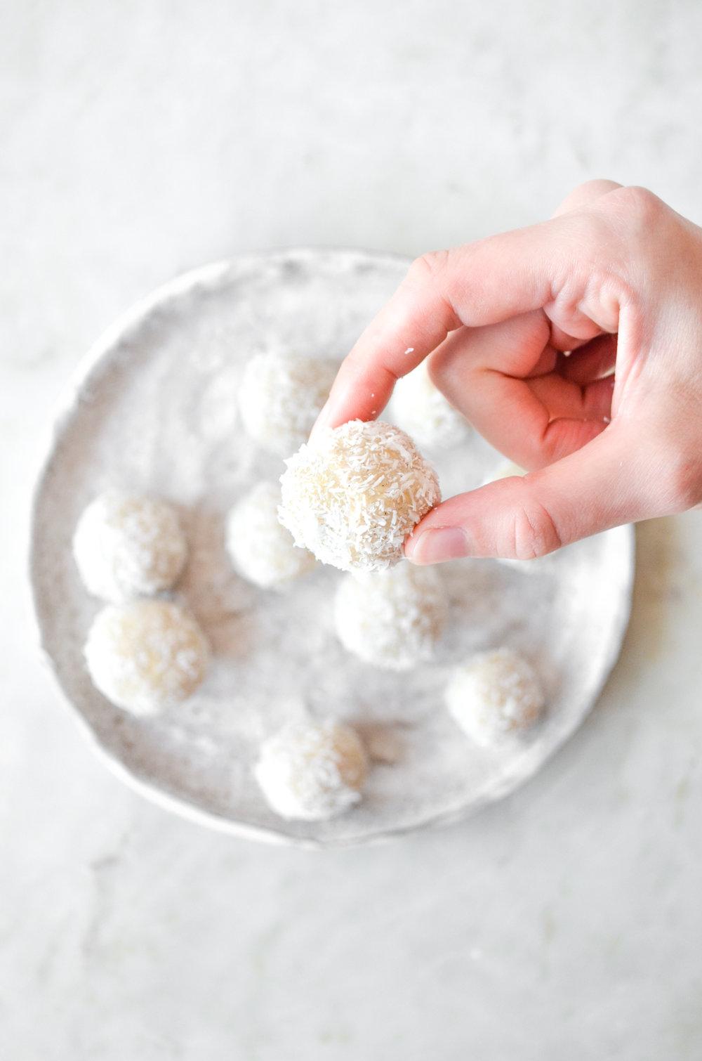 snowball energy bites // #ShiraRD #paleo #refinedsugarfree #SnacksbyShira