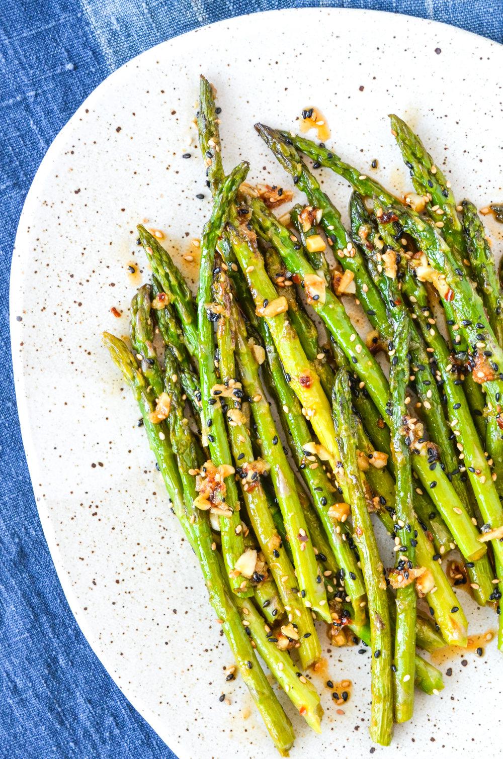 sesame roasted asparagus // #ShiraRD #paleo #refinedsugarfree #SnacksbyShira