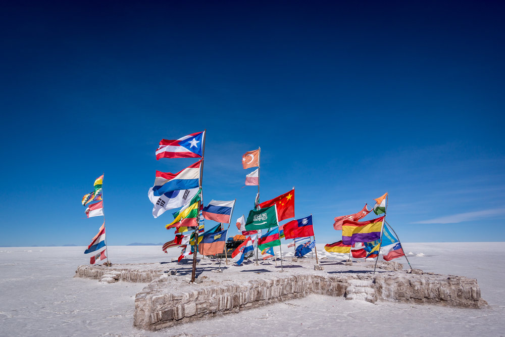 FLAGS_ON_BEACH_AdobeStock_133145437.jpeg