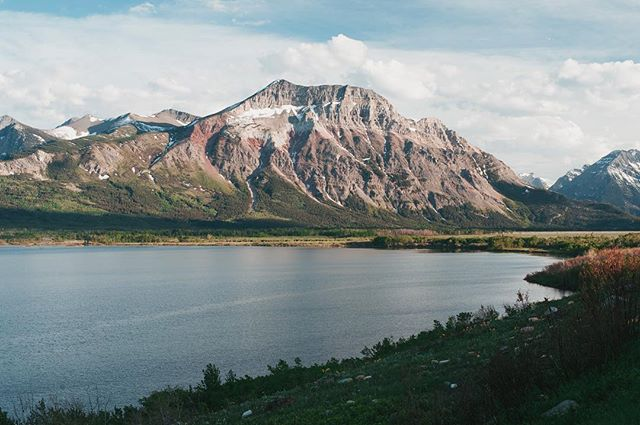 First view of Waterton National Park at 8pm after driving for a few hours. I was so happy to discover some new mountains, far from the now well known Highway 1 peaks of Banff NP. Can't wait to discover the mountains of BC now 😌  #waterton #watertonlakesnationalpark #canada #vsco #vscocam #alberta #tourismalberta #explorecanada #travelalberta #abparks #instatravel #explore #explorecreate