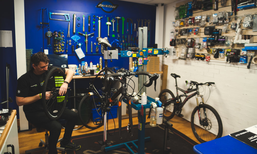 All our bikes come with at least one free service, heres a break down of what we offer: - £0 - 599.99 = 1 free service£600 - £1199.99 = 2 free services£1200 - £1999.99 = 3 free services£2000 - £12,000+ Lifetime free servicing