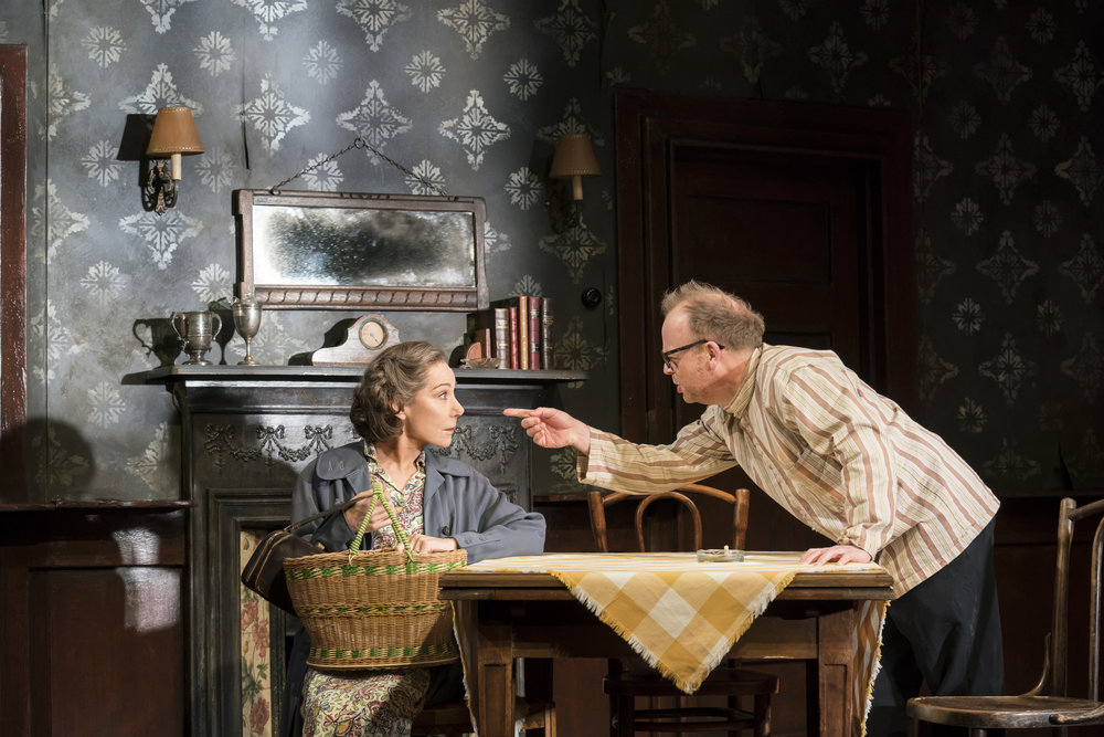 Toby_Jones_and_Zoe_Wanamaker_Photo_by_Johan_Persson_030660.jpg