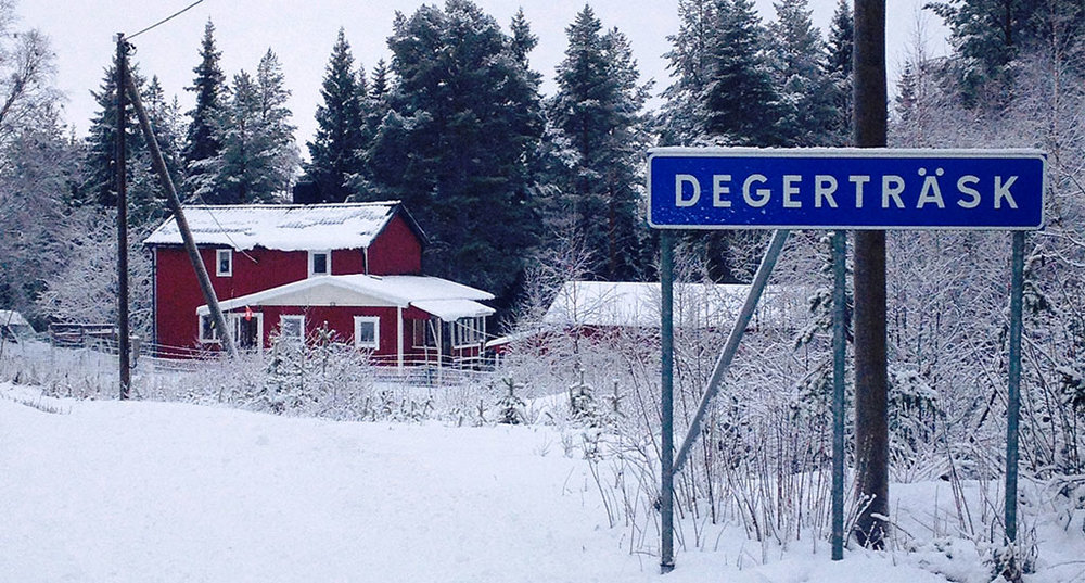 ACCOMMODATION DEGERTRÄSK   Includes big parking lot, kitchen, winter isolation, Internet, heating lots of space.