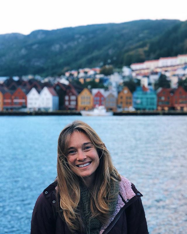 """Koselig"" is an untranslatable Norwegian word that basically means advanced levels of coziness. And after 9 months of endless summer, I'm embracing all the koselig I can here. • • • • • 🤸🏼‍♀️ oh, and I wrote a catching up thing on that blog that I almost forgot I had. I think the link is still in my bio 🤷🏼‍♀️"
