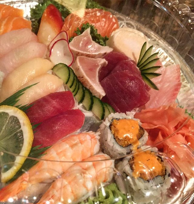 Our medium sashimi and sushi platter 🙏  #ygkfood #sushibarda #sushiporn #eatfresh #foodie #foodporn #downtownkingston #sashimi #nigiri