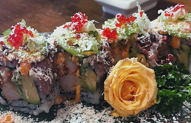Try out our new Torched Beef Roll, a chef's special! - Dynamite roll topped with torched beef, green onions, jalapeños, tobiko and shaved cream cheese  #sushi #sushitime #sushibar #chef #torched #beef #kingstoneats #yummy