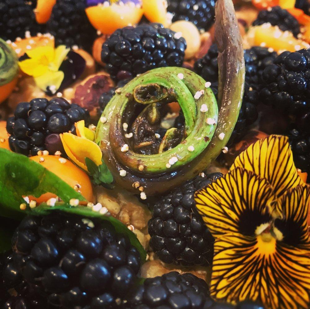 kahha maarax, 'enesmin, čettet, šaawana 'ayye tiwwiš • native greens salad