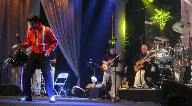 ETA  Richard Wolfe  performs  Clambake  at Collingwood, 2013.  Photo by Morgan Ian Adams .