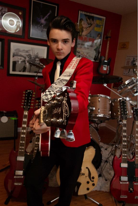 Matt Stone Elvis pose 2.png