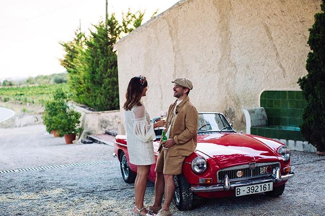 🌿 Ésta pareja ☝🏼 tan boniqueta y auténtica, fue una de las primeras en confiar en nosotros 😍. ¡No podríamos haber sido más afortunados!. ⚡️⚡️¡¡Viva X+R y el Summer of Love!!⚡️⚡️ . . 📷: @cuikafoto  Wedding Co.: @alegriamacarenaweddings  Venue: @masiacampau  Florals: @gofloral_ . . #weddingplannerbilbao #weddingplannerpaisvasco #alegriamacarenabodas #bodasbilbao #AMXellyRyan