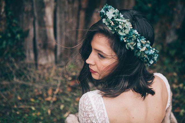 🌿Claudia, una pieza preciosa de @margotblanxart y el vestido de @white_love_atelier @otaduy 🌿. 👉🏼 ¡Gracias @paulameisphotography por captarlo tan bonito!😍🌿 . . Foto: @paulameisphotography . 👸🏻: @claudiayrazubarreda  Vestido: @otaduy para @white_love_atelier  Corona: @margotblanxart . Diseño, Org & Deco: @alegriamacarenaweddings . . #AMWinterSoul #weddingplannerbilbao #bodasbilbao #bodasvitoria #weddingplannerpaisvasco