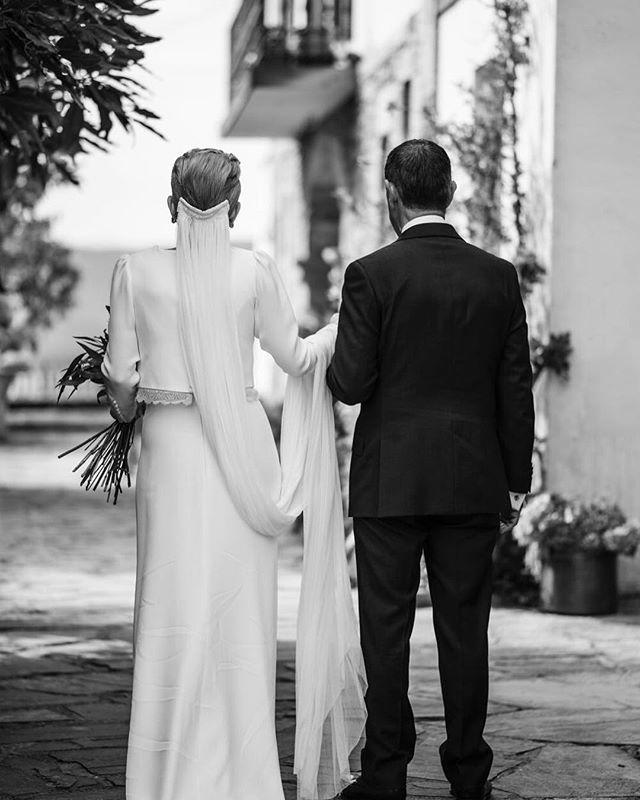 Ellos, y su amor incondicional🌿. ¡Feliz día a todos los padres! . . . 📷: @olatz_soto_fotografia  Vestido: @otaduy para @white_love_atelier . 💐: @florfruitseventos  Wedding Co: @alegriamacarenaweddings . . #weddingplannerbilbao #weddingplannervitoria  #bodasbilbao #alegriamacarenabodas #bodaspaisvasco