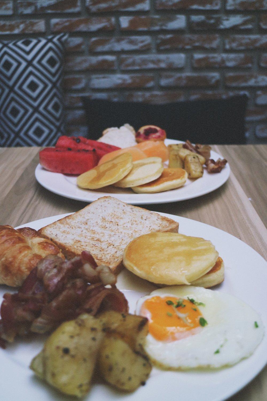 x2 Vibe decem breakfast