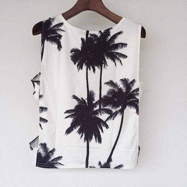 Palm Tree Crop Top🌴 Available in S,M,L,XL. $16 DM me. Free 12-20 day shipping.