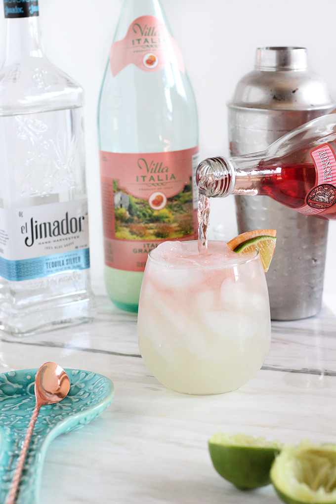 Pretty 4-Ingredient Paloma that takes only 5 Minutes to Make #cocktail #tequila