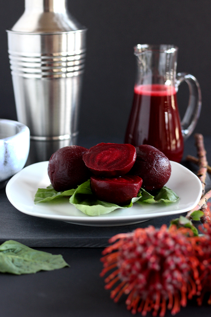 Beet juice make an excellent mixer in this gorgeous healthy cocktail that's perfect to maintain your health goals! #healthycocktails #5ingredients