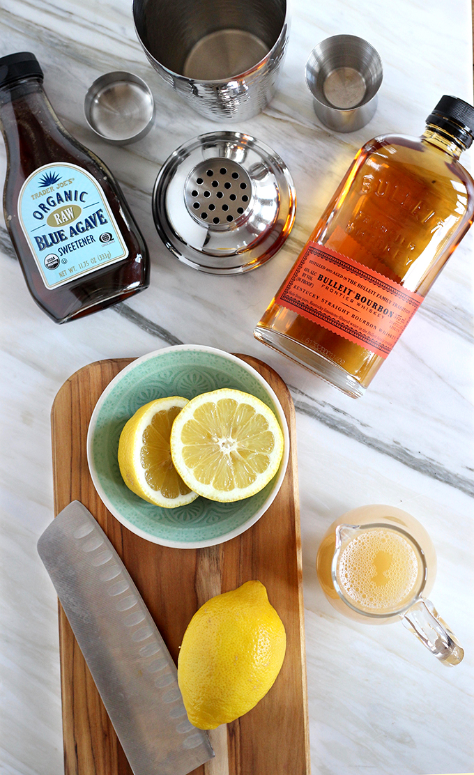 This Version of a Frothy Whiskey Sour is Vegan, Only 4 Ingredients, and Dellicious! #vegan #easycocktails #whiskeysour