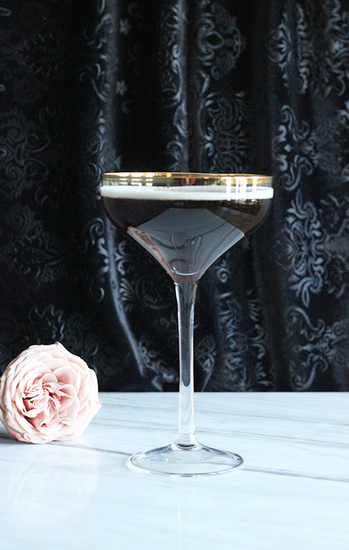 Black Velvet Cocktail Only 2 Ingredients - Champage + Guinness = heavenly #beercocktail #champagne #guinness #easycocktails