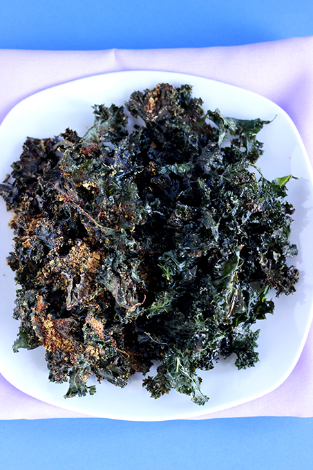 Kale Chips 2 ways - Simply Salted or Vegan Smokehouse Cheddar. 3 Ingredients for Kale Chips and 5 for smokehouse cheddar seasoning! | The Cheers Years