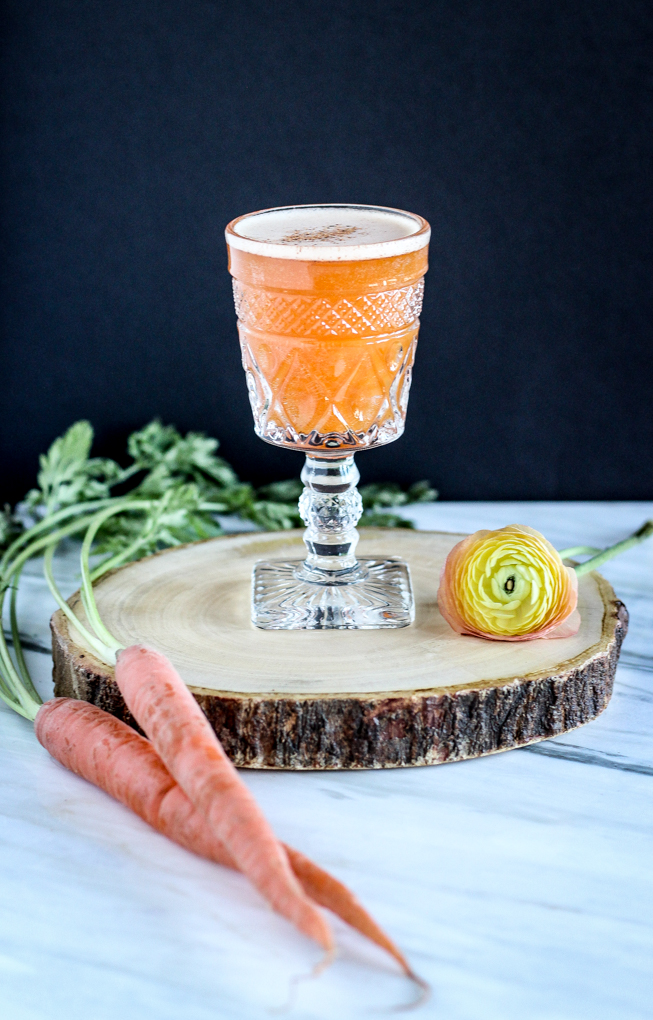Carrot Cake Cocktail made with only 5 natural ingredients including sweet potato #vodka. Tastes JUST like carrot cake in a drink. Crazy cool! #carrotjuice #dessertcocktail #easycocktail #healthiercocktail
