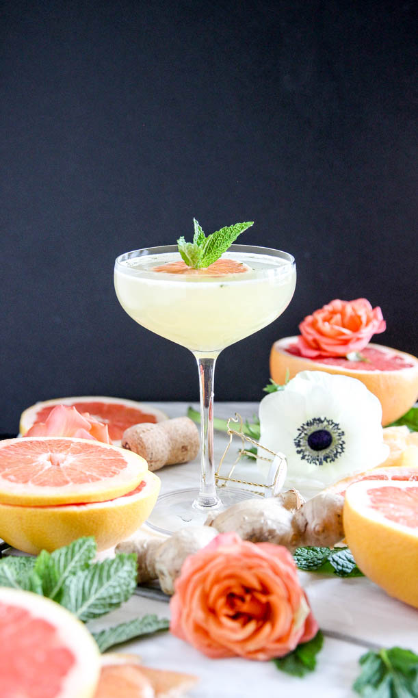 Elegant Grapefruit Ginger-Mint Mimosa | Insanely refreshing and EASY to make with only 4 ingr! #cocktail ginger #grapefruit #mint #mimosa