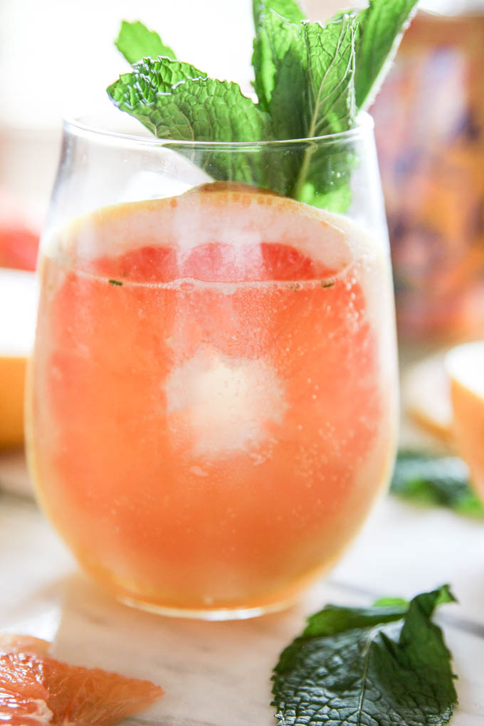 Fresh Grapefruit Ginger-Mint Mocktail Mimosa | The Cheers Years #mocktail #grapefruit #mint