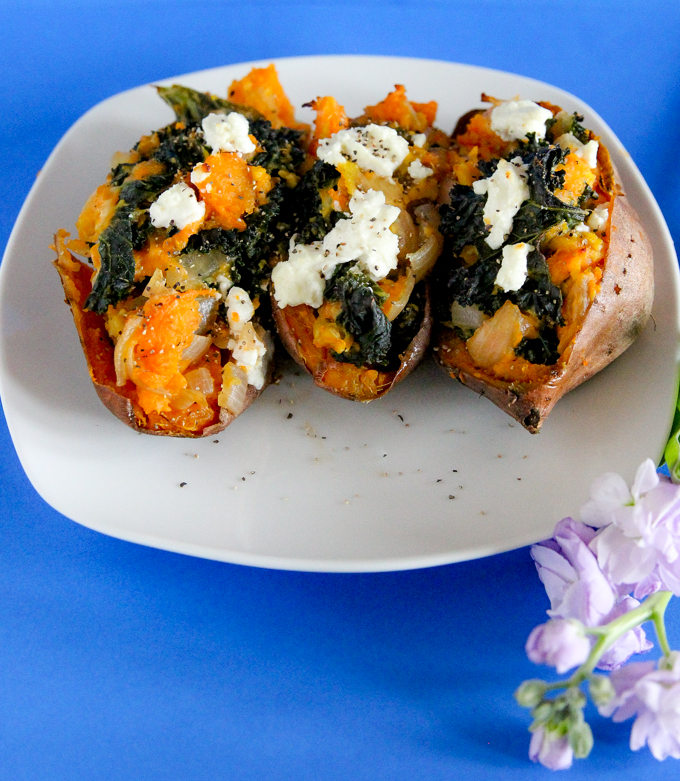 Twice-Baked Sweet Potatoes w- eggs, goat cheese, kale, & onions = Babe Brunch! 5 ingredients for your next brunch! #healthybrunchrecipe #sweetpotatoes #glutenfree