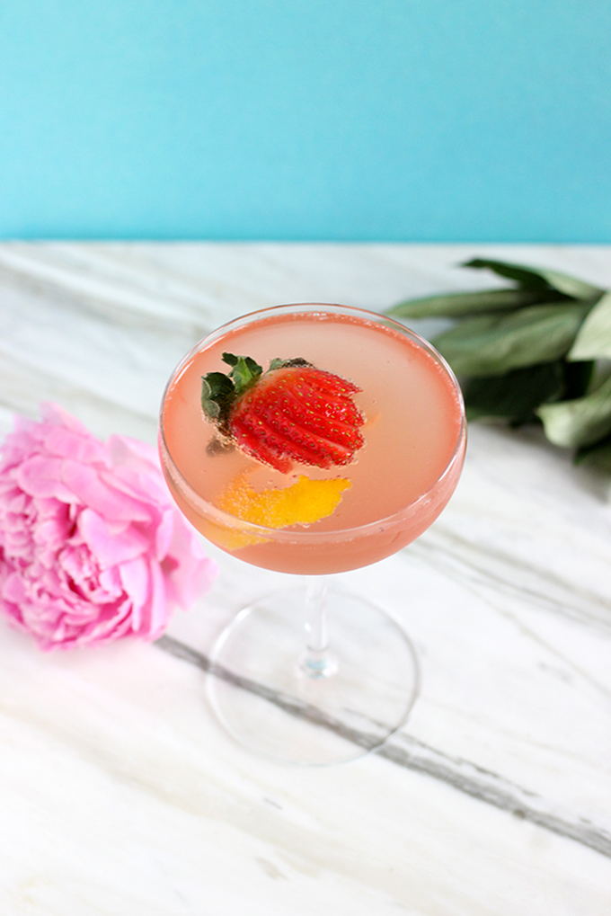 Easy French 75 Cocktail with Rosé only 4 Ingredients #gin #easycocktails