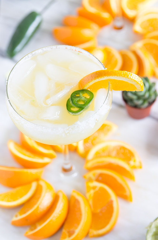 Get Spicy with this Jalapeño + OJ Margarita! Only 5 natural ingr. and SUPER delicious! Perfect for Cinco de Mayo! #margarita
