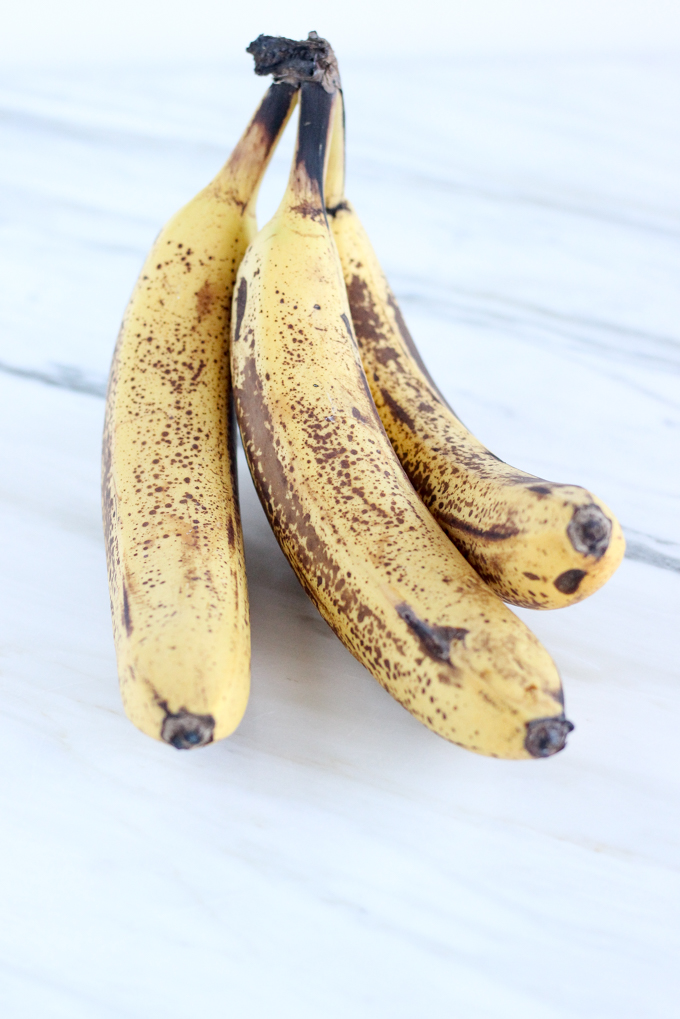 My method for slicing and freezing those overly ripe bananas that doesn't suck | The Cheers Years #bananas #snacks