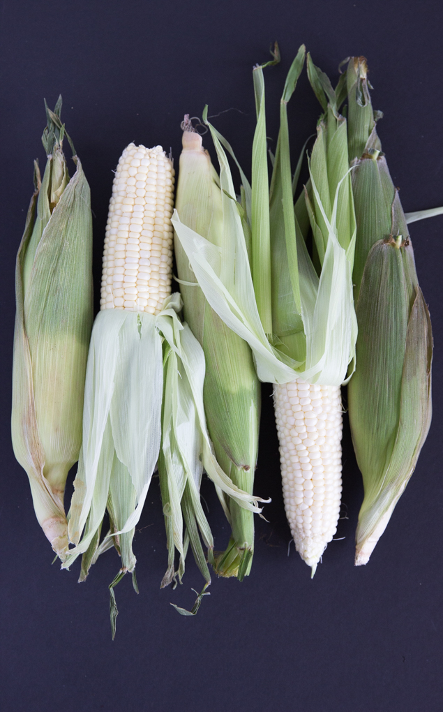 NC corn for sweet n' spicy grilled corn on the cob #grilledcornrecipe #nccorn | CheersYears.com