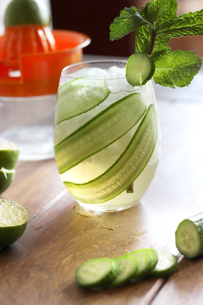 5 Ingredient Cucumber Mint Cockatil - Mojarita (Mojito + Margarita). SO quick, yummy, and made with fresh, natural ingredients | The Cheers Years.jpg